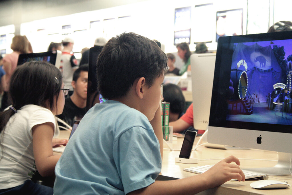 """niño informático"""
